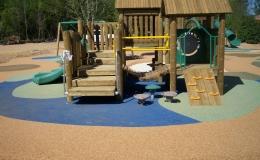 hampton-lake-wet-deck-with-playground1