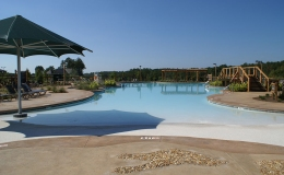 reynolds-plantation-commercial-pool-with-beach-entry-and-umbrella